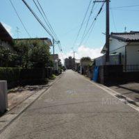 綺麗に区画分譲された住宅地の為、前面道路も広いです。