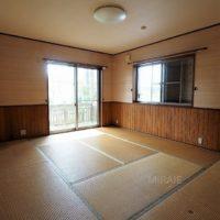 1階西側洋室は畳を置いて利用されています