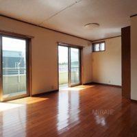 2階南側洋室は約20畳。2室へ変更する事も可能です。