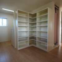 2Fに上がるとすぐに書棚兼書斎スペースです。
