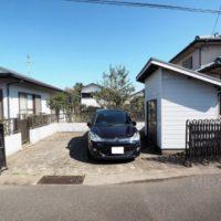 駐車場は倉庫を撤去すると3台可能です。