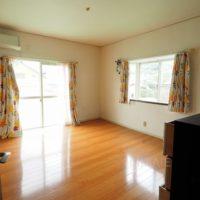 2階西側洋室は広い空間で、ウォークインクローゼットが付いているのでご夫婦の寝室に良いです。