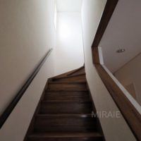 3階バルコニーへの階段