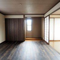 2F洋室。元々和室だったお部屋ですので、雰囲気良い洋室になっています。