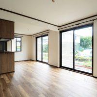 LDKは広々としており、フロアタイルの貼られた床は新しくて気持ち良いです。
