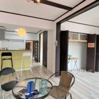 リビング横の洋室ドアは引き戸になっており、一ヶ所に寄せると広いリビングとしてもお使い頂けます。