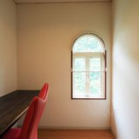 s書斎スペースは小窓が可愛い!