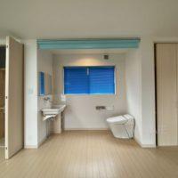 2階のトイレはオープン、気になる方は扉を設置しても良いかもしれません。