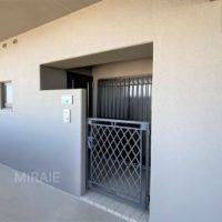 門扉付きのポーチがあり、プライバシーが守られています。