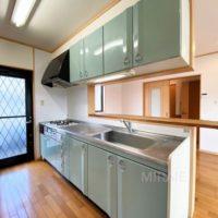 キッチンは古いタイプのものですが、綺麗に使われていてそのままご利用頂けます