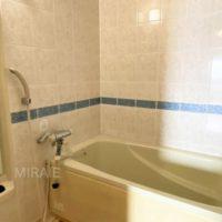 浴室は1416サイズ。カウンターに傷みがある為、リフォームしても良いかもしれません。