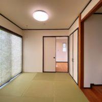リビング横には間続きの和室があり、玄関からも動線が繋がっています。