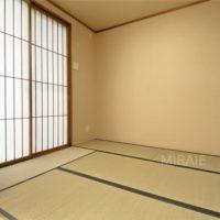 バルコニーに面した6畳の和室は客間としても。