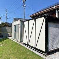 倉庫は2台あり、奥の倉庫は事務利用できるタイプなので、趣味用倉庫としても良いです。