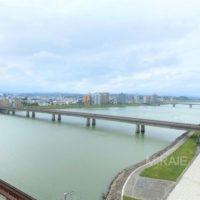 雄大な大淀川を臨む開放的な眺望が魅力です。