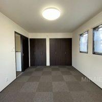 2F東側洋室。広い洋室なので、ご夫婦の寝室に最適です。