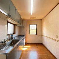キッチンはクローズタイプで、落ち着いてお料理ができます。もちろんリフォームで対面にすることも可能です。