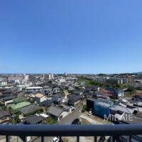 眺望の妨げになる高い建物が無い為、遠くまで広がる景色は最高です!