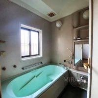 浴室スペース。こちらも新しい交換の時期です。
