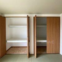 リビングに間続きとなっている和室にも収納は充実しています