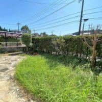 庭は程良い広さ。少し削って駐車場を拡張しても良いかもしれません。